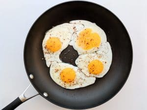 fried egg in pan with paprika