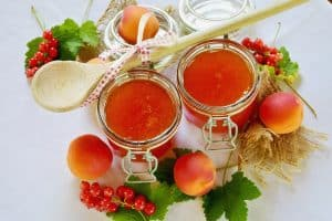 jars of peach and apricot jam